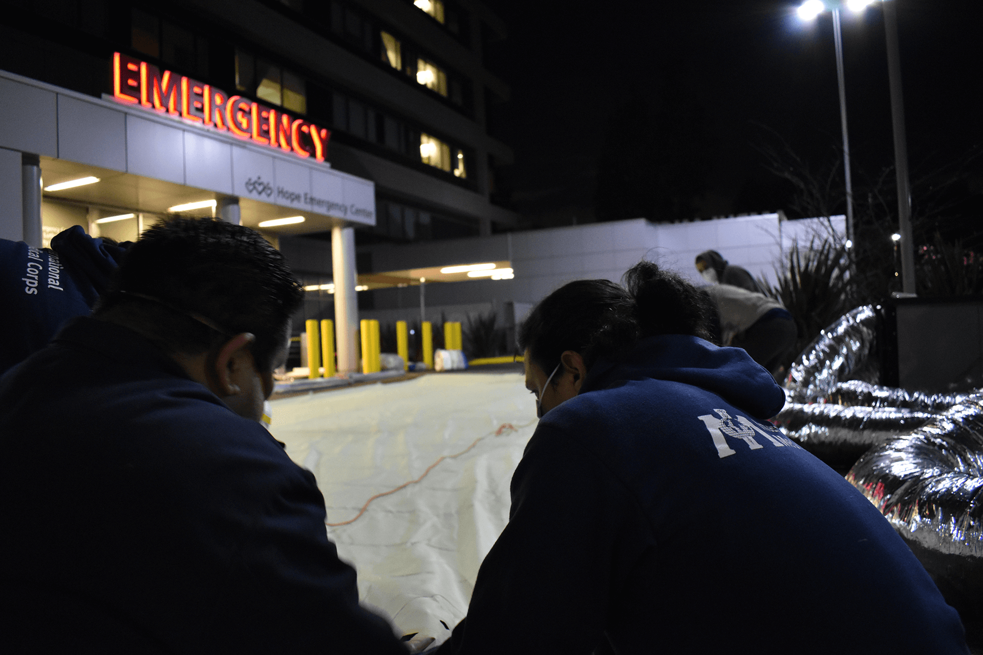 In March 2020, International Medical Corps set up an emergency medical field unit outside of Martin Luther King, Jr. Community Hospital in Los Angeles to support underserved, low-income communities hit hard by COVID-19. In response to COVID-19, International Medical Corps deployed 33 similar units across the US by May 2020.