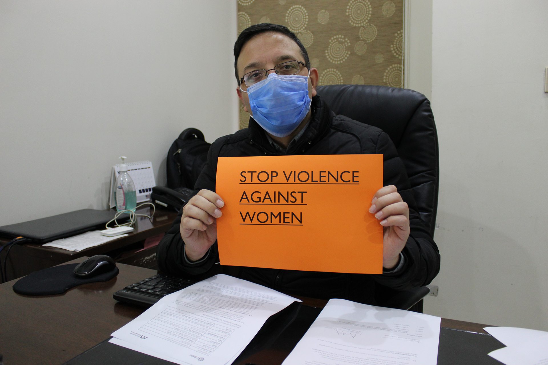 International Medical Corps' Country Director in Pakistan, Bakhtiar Ahmed, shows his support for the 16 Days campaign.
