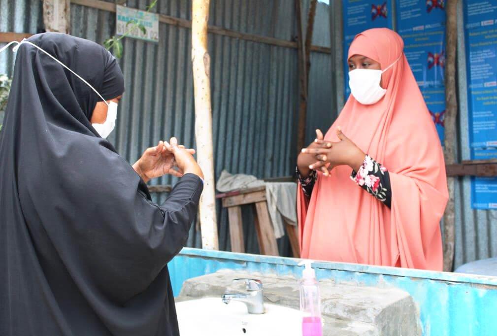 Naima, Community Health Worker in Mogadishu during a hygiene training session