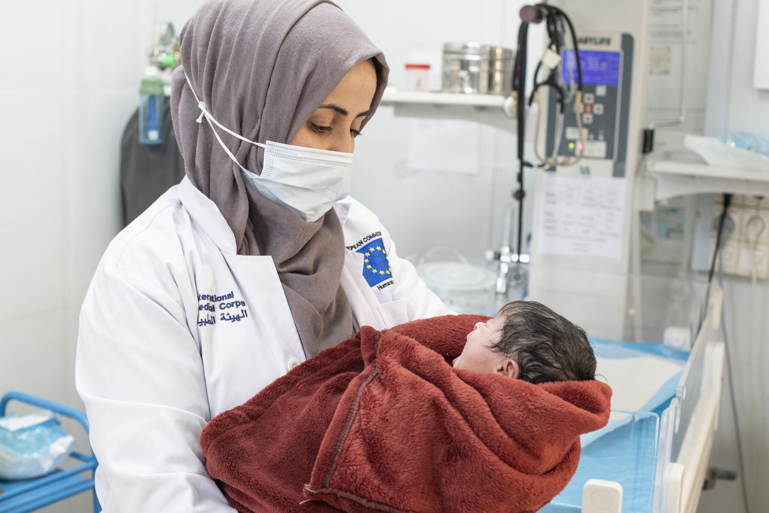 IMC nurse Rawan Al Eisi at work at the maternity ward, in Al Azraq camp hospital.