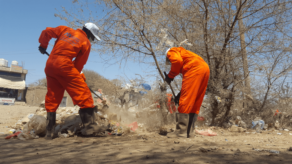 Keeping busy public spaces clean is important to maintain good public health. One of our sanitation teams cleans a roadside area in an area of Al-Hussain District in Al Dhale Governorate.