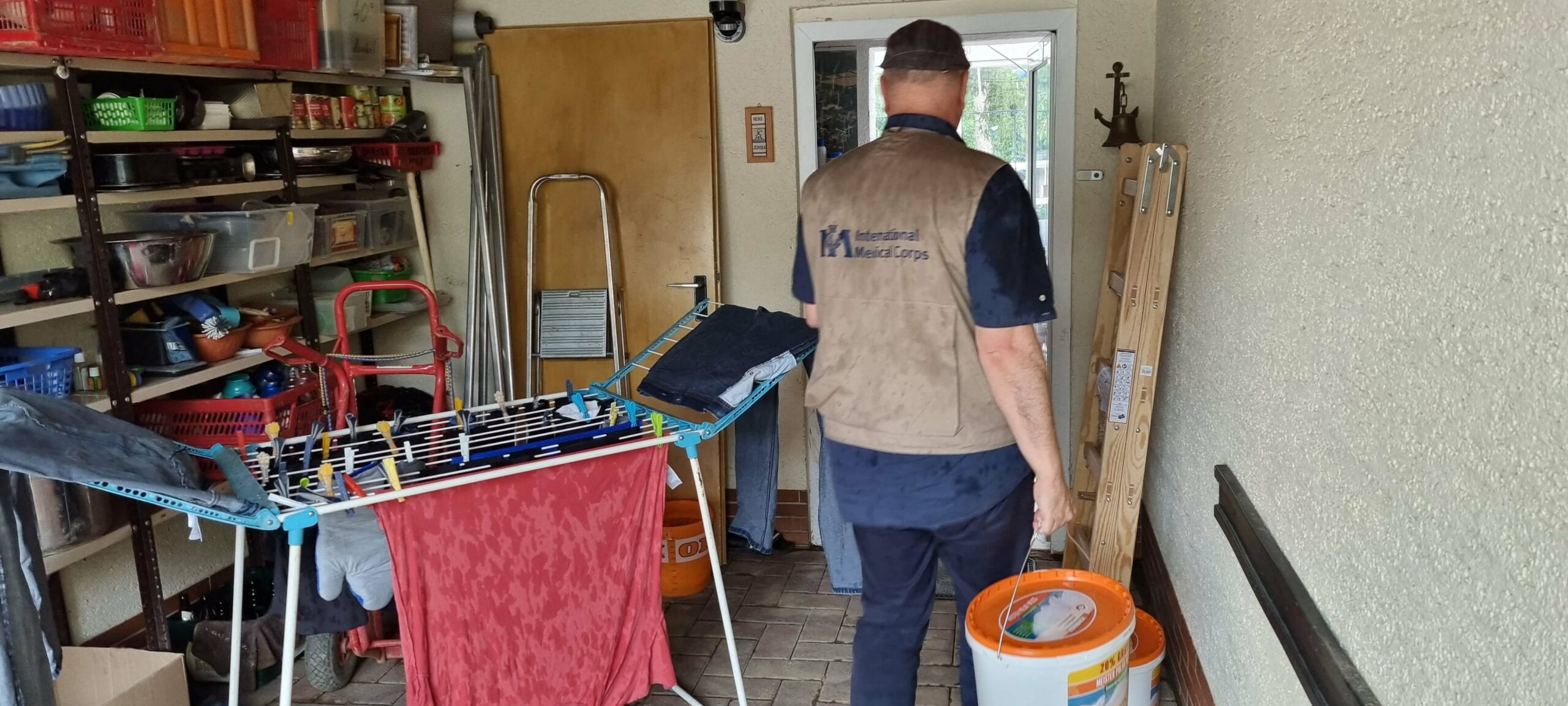 Delivering cleaning and clearing supplies, equipment and new paint to damaged house in Bad Bodendorf.